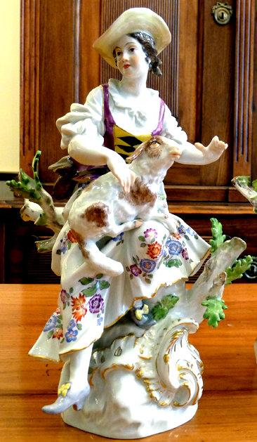 Zukunft dieser Porzellanfigur: getroffen oder gekauft?
